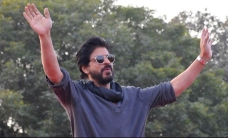 Shah Rukh Khan lends a helping hand to Keralites