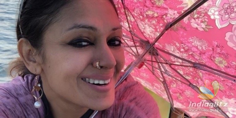 Actress Shobana takes a beach trip with her daughter
