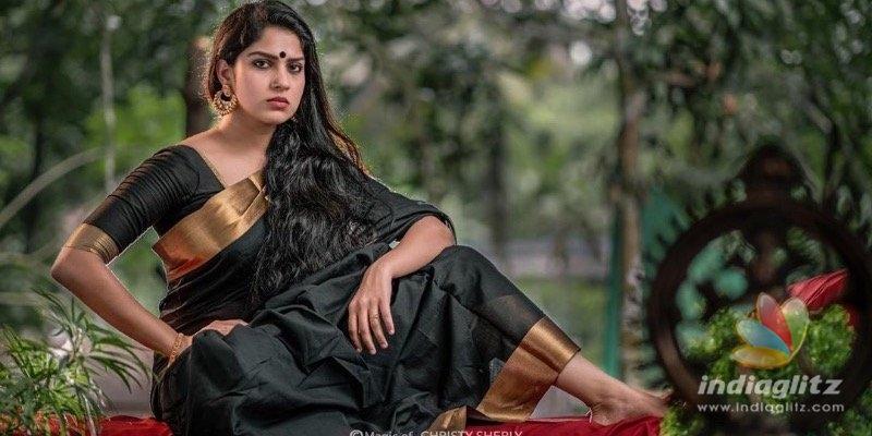 Actress Swasikas latest saree photoshoot goes VIRAL!