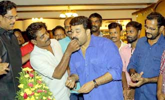 Mohanlal Celebrates Birthday on Kanal Sets