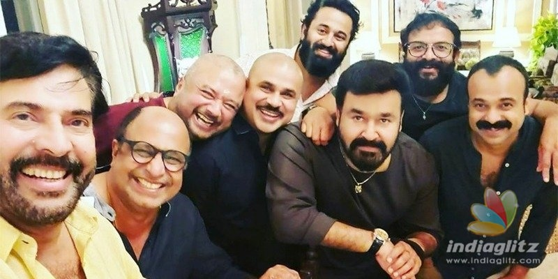 Mammootty-Mohanlals selfie with stars is VIRAL!