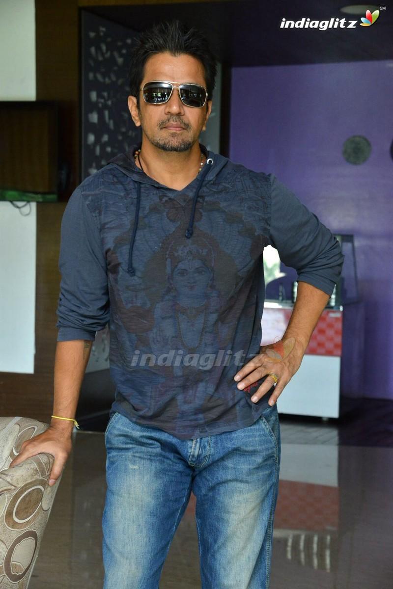 Arjun Photos - Tamil Actor photos, images, gallery, stills