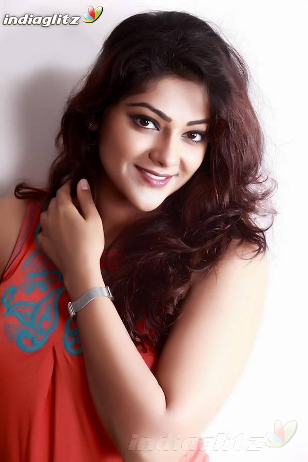 Abhirami Actress Abhirami Photos...