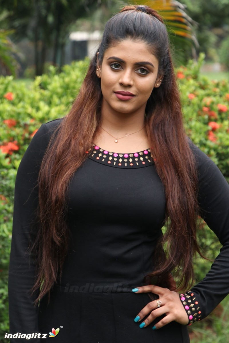 pictures Iniya