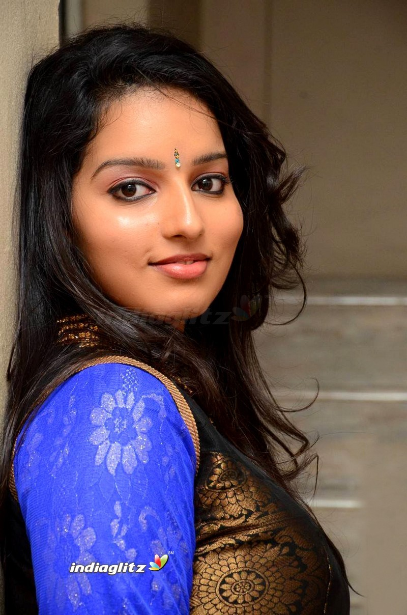 Malavika Menon Photos - Tamil Actress photos, images, gallery