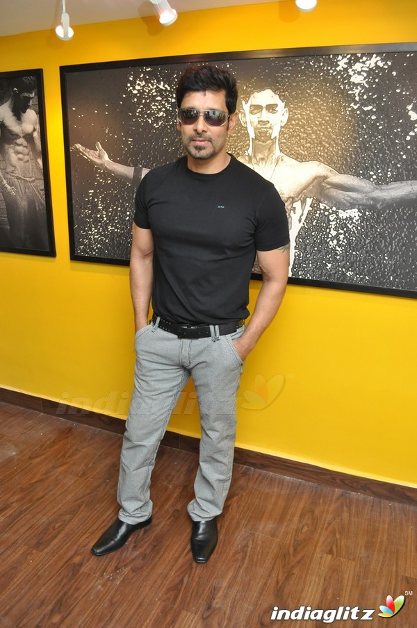 Events vikram and varalakshmi at body studio launch movie trailer vikram and varalakshmi at body studio launch thecheapjerseys Choice Image