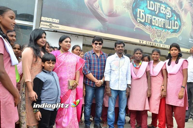 Anandraj Arranges 'Maragadha Naanayam' Special Show for Childrens
