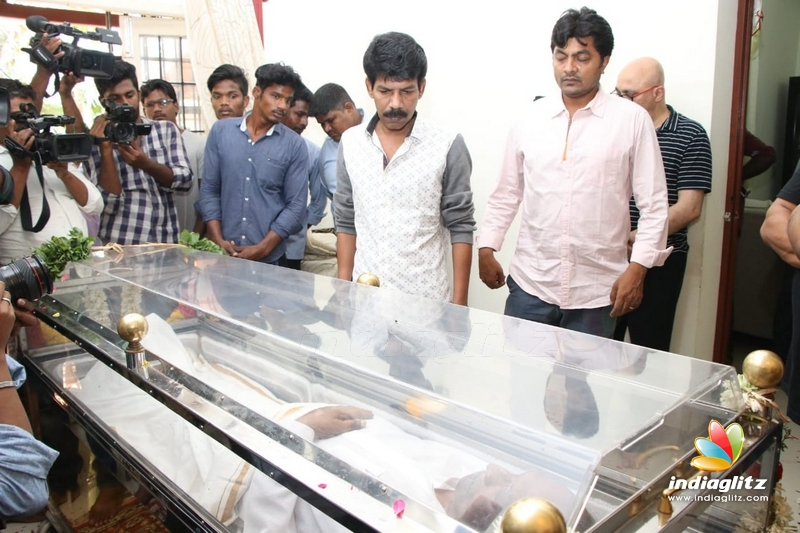 Celebs bid teary farewell to legend Mahendran!