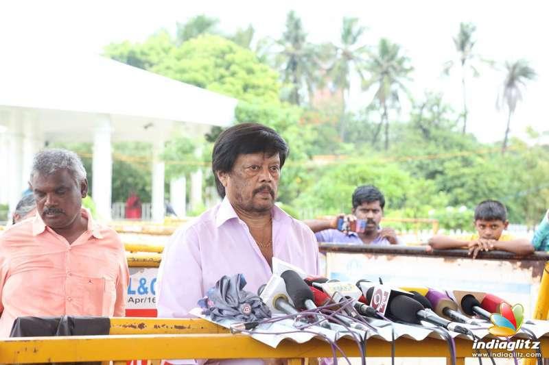 Actor Thiagarajan & Prashanth paid their respect to Dr. Kalaignar