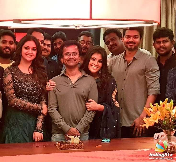 Sarkar Team Celebrating The Birthday Of Director A R Murugadoss