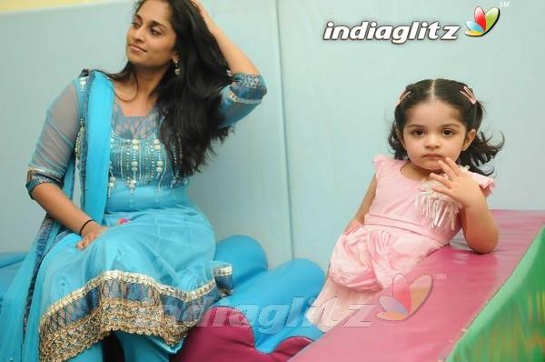 Events - Shalini & Baby Anoushka @ Vannila Kids Place Movie
