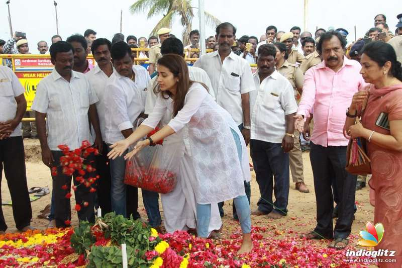 Trisha's Visit to Karunanidhi Samadhi