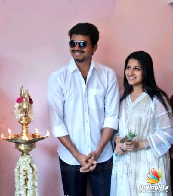 Thalapathy Vijay-Sangeetha 19th Wedding Anniversary Album
