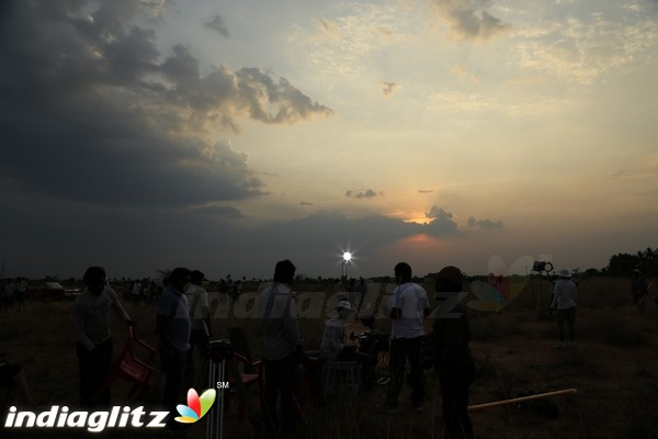Om Shanti Om Photos - Tamil Movies photos, images, gallery
