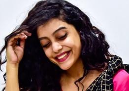 Bigg Boss 3 Abhirami watches Thala Ajith's Ner Konda Paarvai!