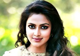 Amala Paul rushes to help Kerala flood victims with an injured hand