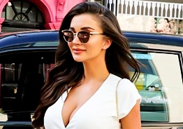 Amy Jackson strikes a hot pose to give another important update