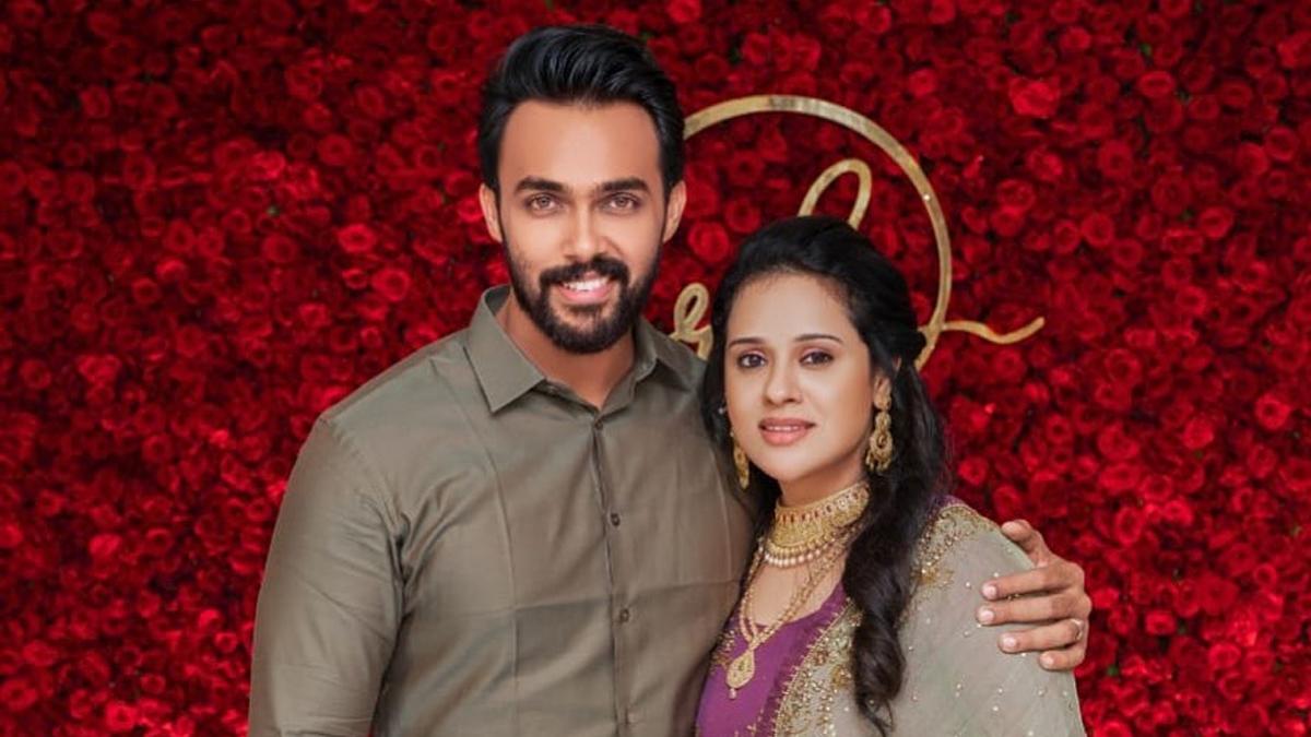 Biggboss Title winner Aarav wife Rahi pregnant-Tamil News