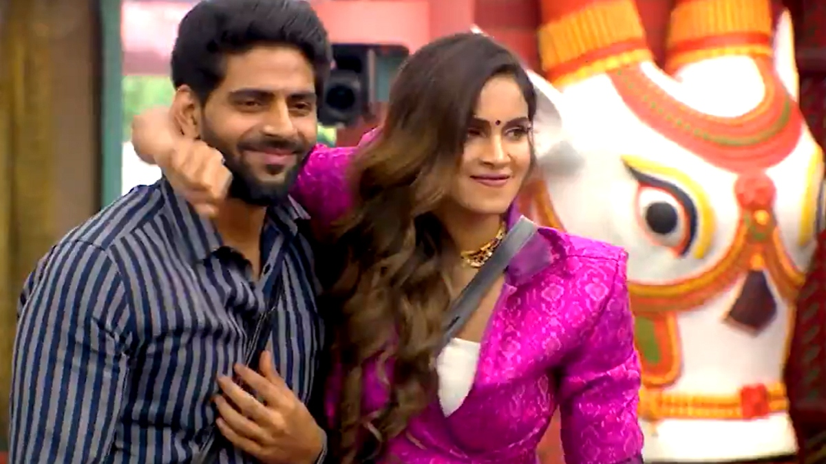 Bigg Boss 4 Balaji turns emotional after surprise guest entry! - Tamil News - IndiaGlitz.com