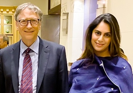 Popular actor's wife meets Bill Gates!