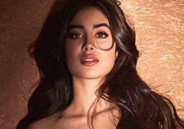 Sridevi's daughter Janhvi Kapoor's sizzling glamorous photos rock internet!