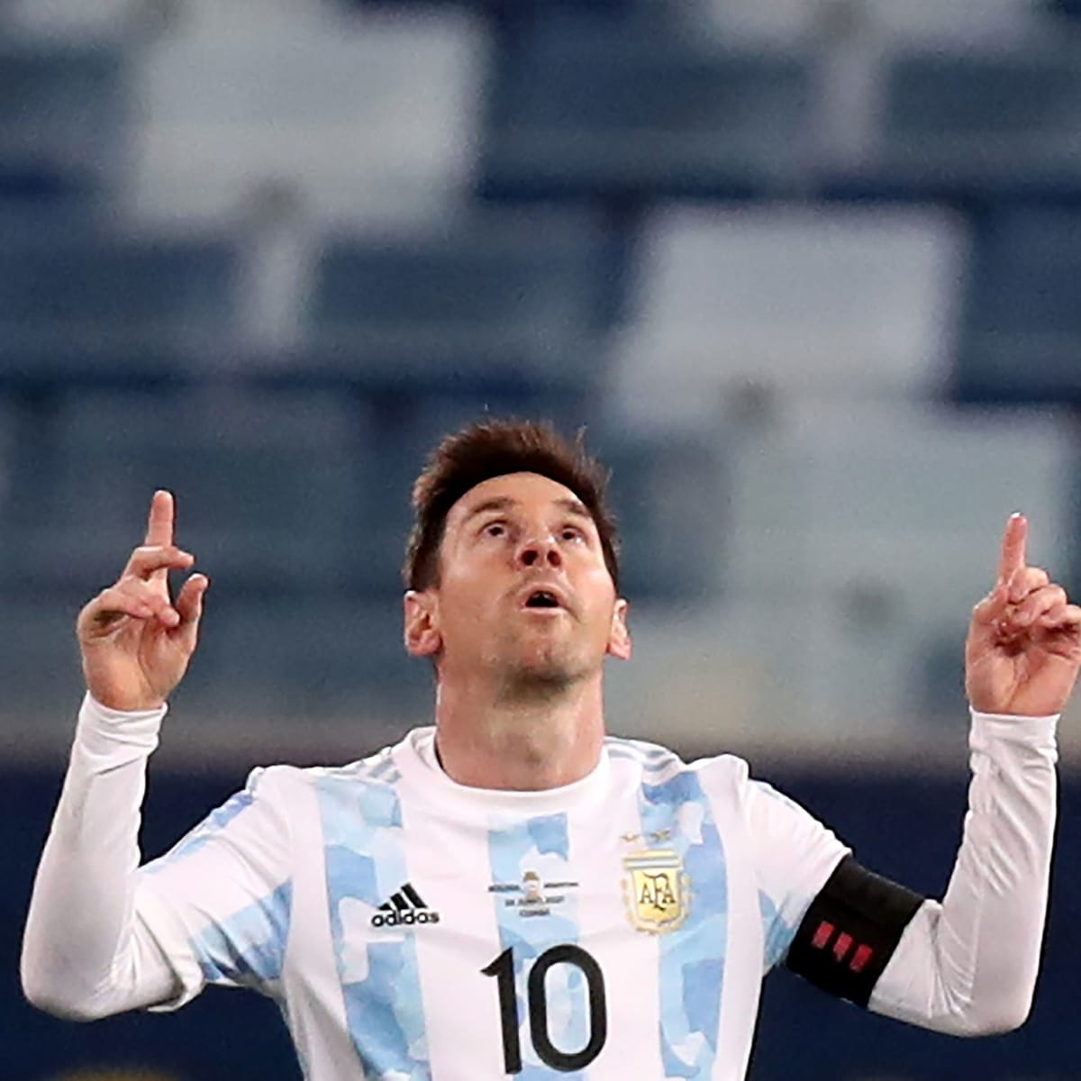 lionel messi points up copa america