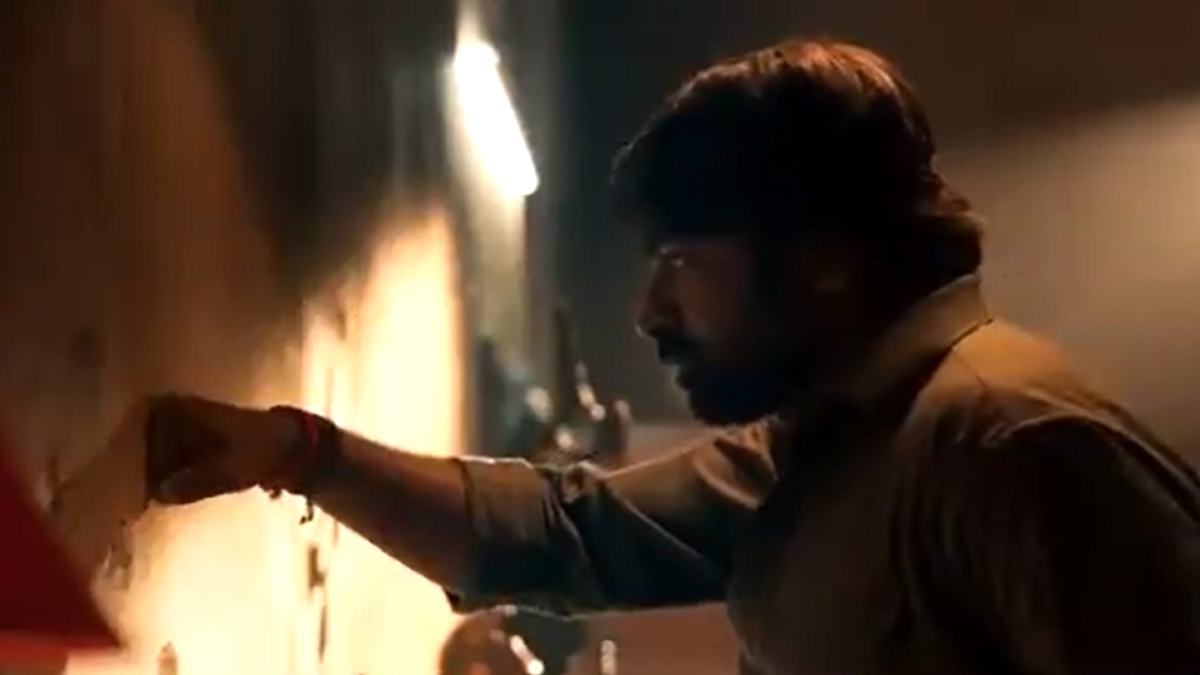 Vijay Sethupathi S Mass Punch In New Promo Of Master Tamil News Indiaglitz Com Vijay sethupathi has started acting in 2005 action film pudhupettai in a small role as dhanush's friend. vijay sethupathi s mass punch in new