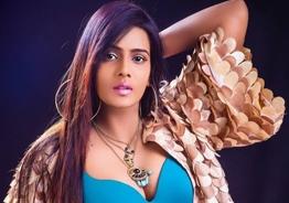 போதும் மீரா, இதோட நிறுத்திக்கோங்க: தமிழ் நடிகை எச்சரிக்கை