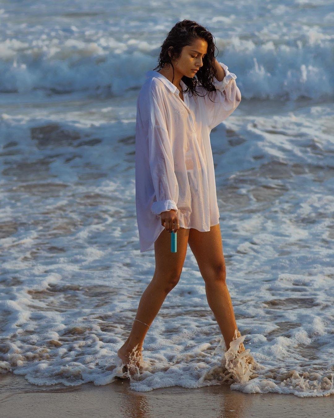 Singer Pragathis stunning beach photo rocks internet!