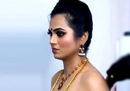 Ramya Pandian's sizzling photoshoot preparation video goes viral