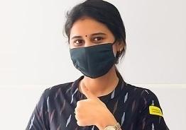 தடுப்பூசி போட்டதும் டிரேட்மார்க் சிரிப்பை வெளிப்படுத்திய 'குக் வித் கோமாளி' ரித்திகா!
