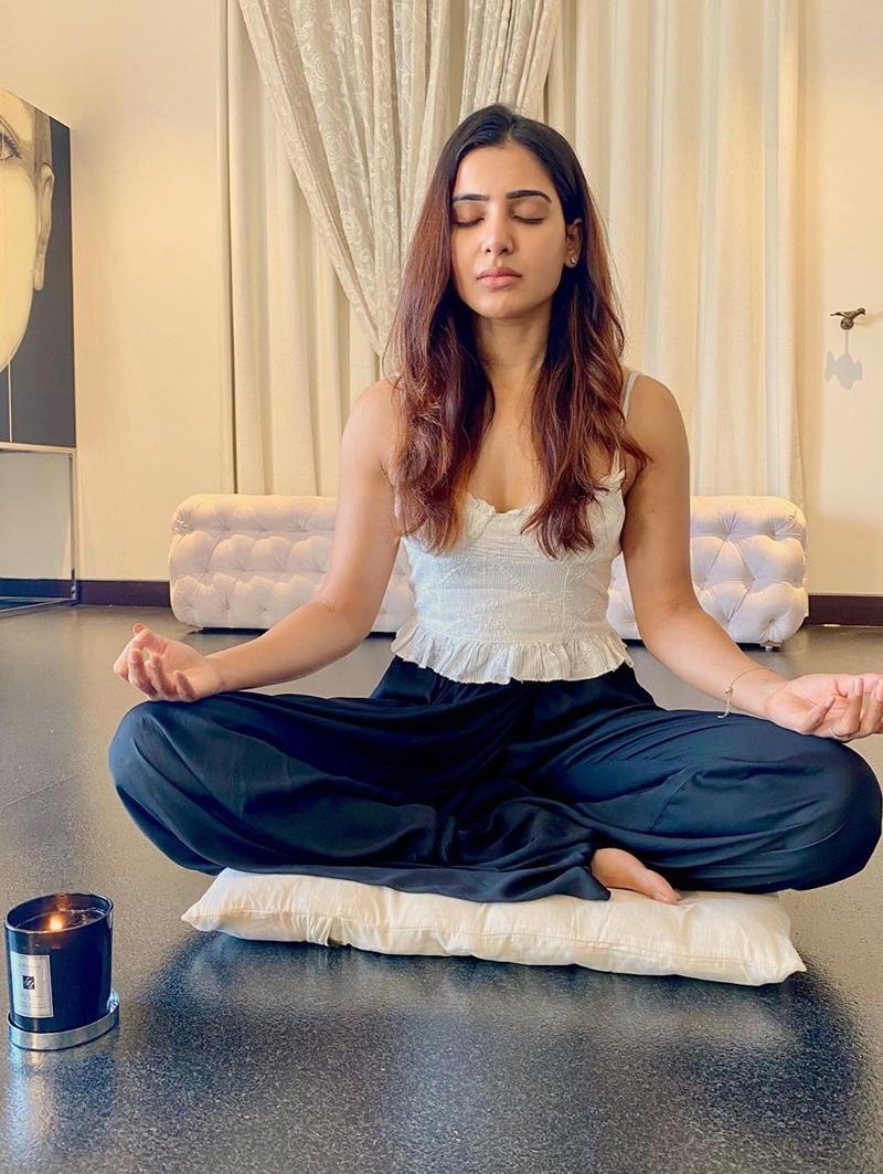 Samantha S Cute Yoga Photos With Her Pet Turns Viral Tamil News Indiaglitz Com
