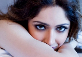 Sayyeshaa's stunning bikini photo rocks internet!