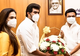 Soundarya Rajinikanth and husband Vishagan meet M.K. Stalin to make COVID 19 donation