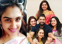 Vanitha Vijayakumar's never before seen step sister Anitha's family photos go viral
