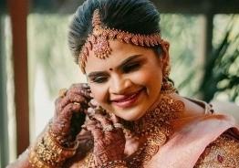 கணவருடன் ஊஞ்சலாடும் நடிகை வித்யூலேகா: வைரல் புகைப்படங்கள்