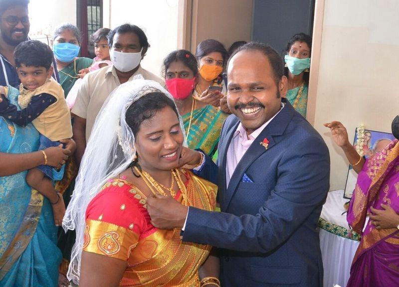 Kalakka povathu yaaru fame comedian Yogis lockdown love marriage photos viral!