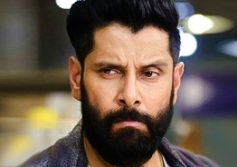 Chiyaan Vikram's director gives disappointing news to fans