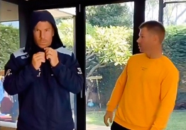 David Warner's double action video for hit Dhanush song!