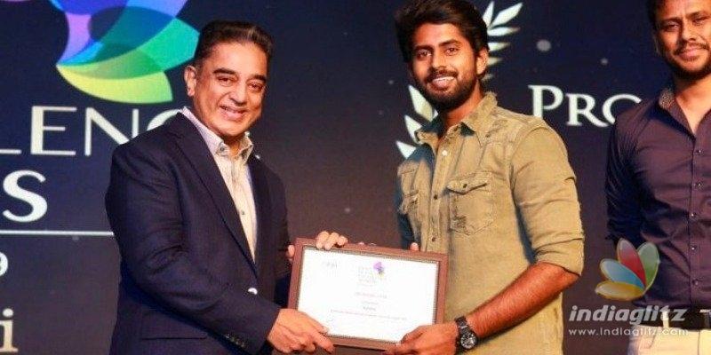 Kathir ecstatic after receiving award from Kamal Haasan