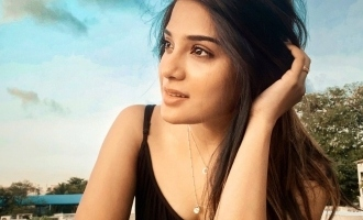 Aathmika asks a strong question about heroines in movies, netizens respond!