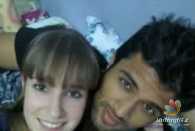 Vijay Deverakonda intimate pics with foreign girl goes viral