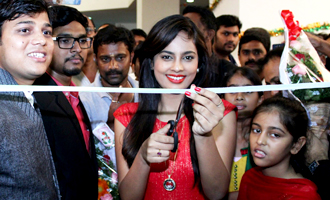 Nandita at Micro Mini Mobile Launch