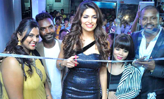 Parvathy Omanakuttan launches Toni & Guy Essensuals