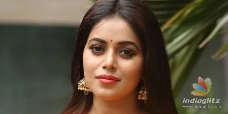 Shocking ! Four men arrested for threatening actress Poorna