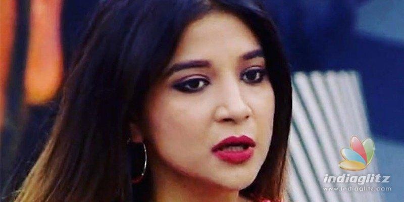 Sakshi Agarwal apologizes for her mistake