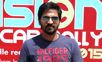 Actor Vaibhav Reddy Flags Off Vision Car Rally 2015