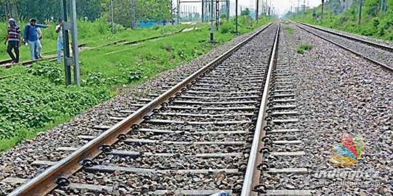 Tamil Nadu: Lovers commit suicide by jumping in front of train