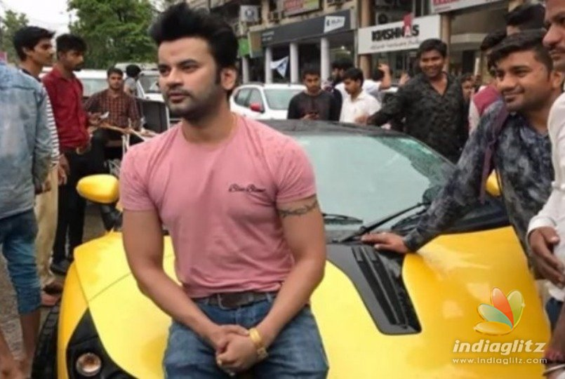 Indian doctor who collects garbage in his Rs.70 lakh worth luxury car!