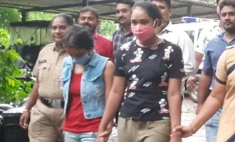 Two young TV actresses arrested for robbing a woman